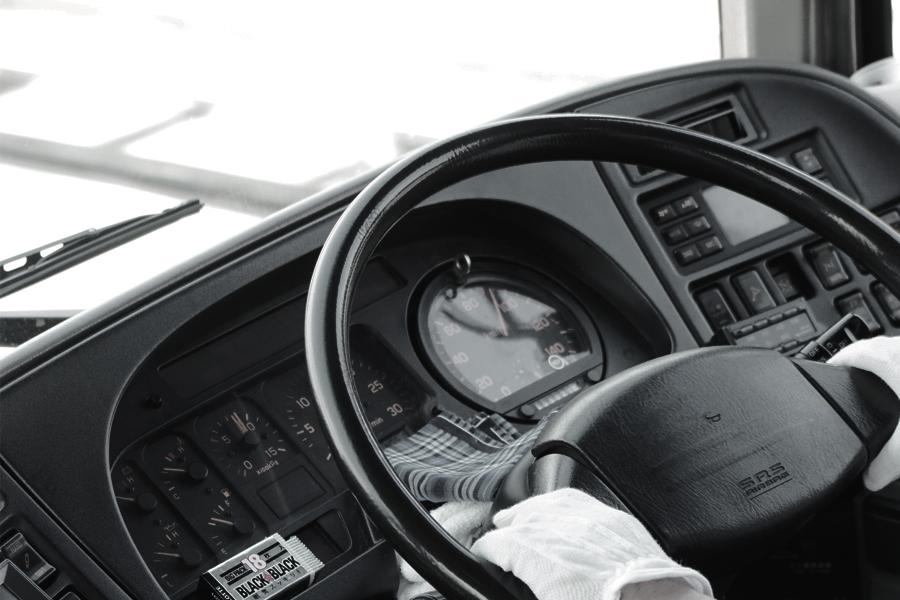 ダンプ運転